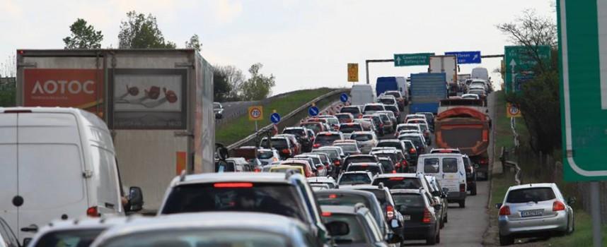 Седем коли се нанизаха на магистралата между Ихтиман и Церово заради дим от сметище