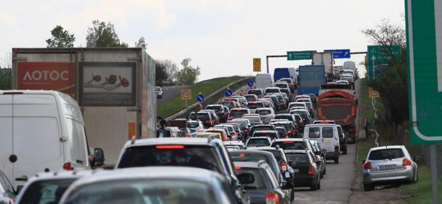 """Гмеж на АМ""""Тракия"""", катастрофа затапи платното за Бургас"""