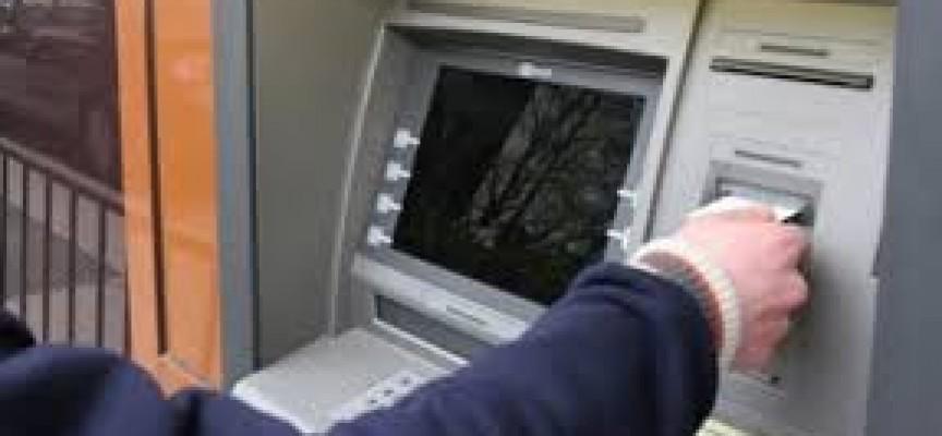 Опашка на банкоматите, започва изплащането на пенсиите