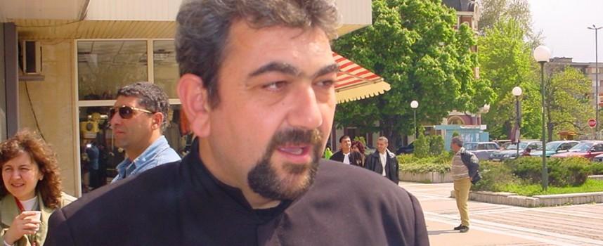 Отец Стефан Йорданов: Минаването под плащеницата е за здраве, но с покаяние