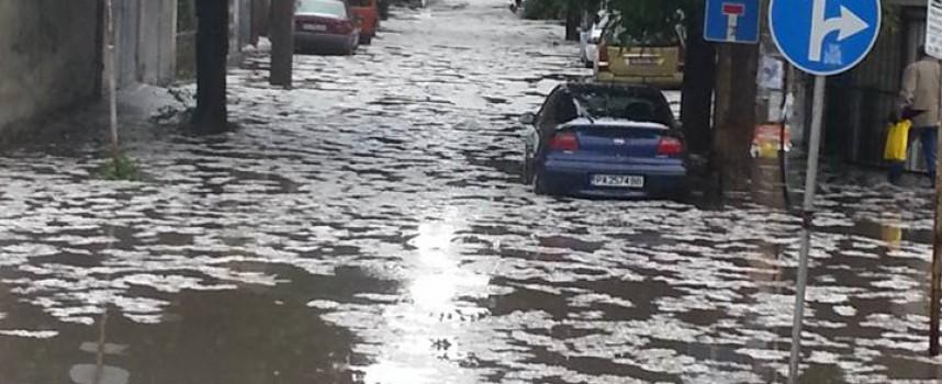 Според Пожарната: В резултат на потопа – четири наводнени мазета
