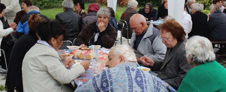 """В Септември: Отбелязаха храмовия празник на църквата """"Св. цар Борис-Михаил"""""""