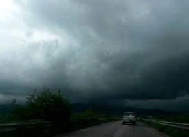 Небе и земя се сляха между Велинград и Ракитово