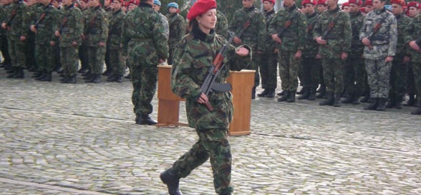 Военните помогнали при катастрофата вчера, се връщали от парада в София