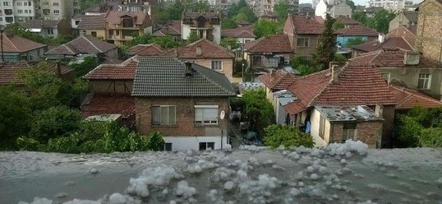 Градушка и вятър обрулиха Пазарджик