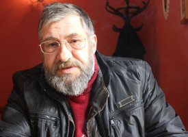 "Писателят Деян Енев гостува днес в ЕГ""Б. Брехт"""