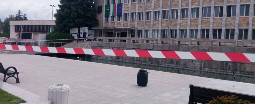 Образуваха дело срещу неизвестен извършител за взрива във фонтана