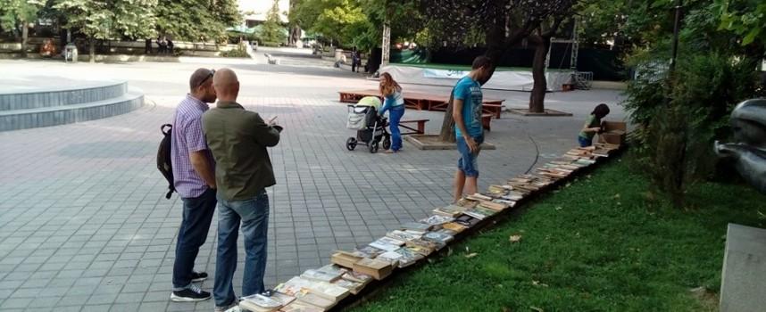 На Тортата: Свободен обмен на книги, търсят се четящи