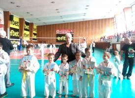 """СК""""Тонус-спорт"""" с шест медала от национален турнир по карате"""