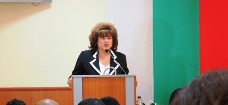 Караминова, Попов и съветници сложиха старт на тържествата за 21 май