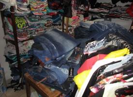 """Данъчни и полиция прибраха стоки от МОЛ – Семчиново, продавали без знанието на """"Долче и Габана"""""""