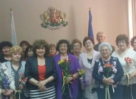 Гинче Караминова проведе среща с Клуба на учителите пенсионери