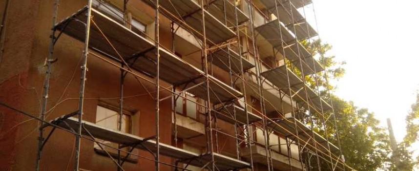 Започна санирането на още един от жилищните блокове в Пазарджик