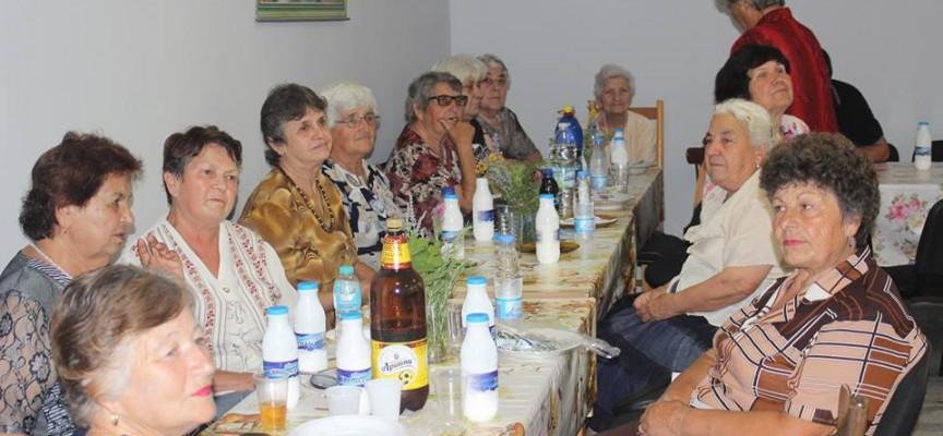 В Карабунар: Честваха Еньовден в аванс