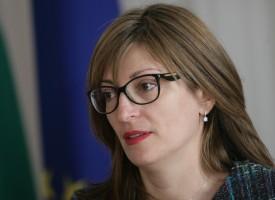 Министър Захариева най-имотна от кабинета
