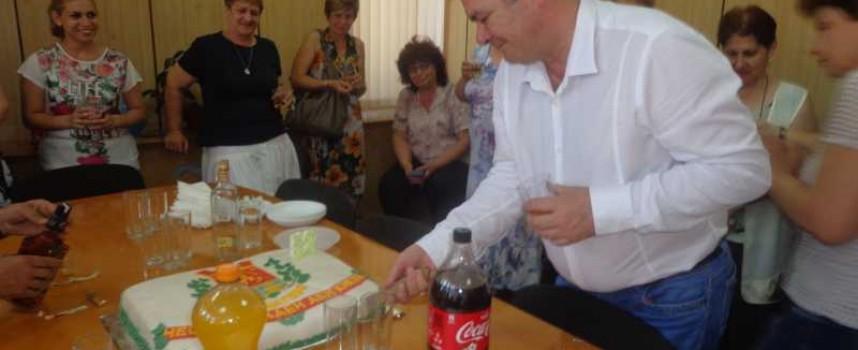Светска хроника: Кметът на Брацигово е рожденик днес