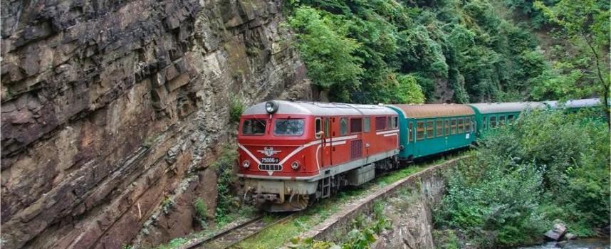 """Теснолинейката: От днес влак """"Родопи"""" с вагон – ресторант, празнува двоен юбилей"""