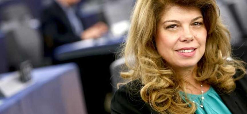 Илияна Йотова: Споразумението по миграцията между ЕС и Турция отчасти решава проблема