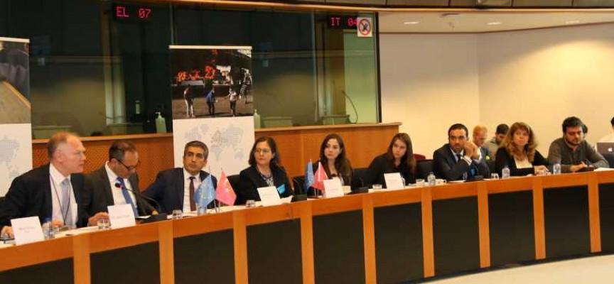 В Брюксел: Турция призна за проблеми с бежанците по нашата граница