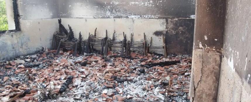Търсят се доброволци за почистване на сградата на изгорялото читалище в Мененкьово
