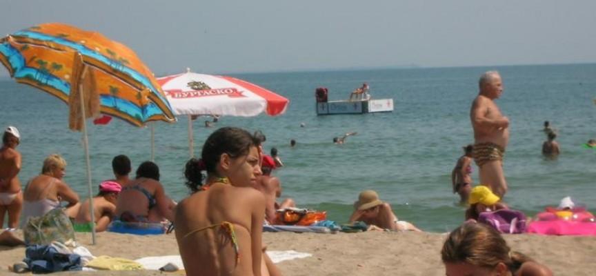 Плажовете край Черно море пустеят, 20% по-малко туристи от лани