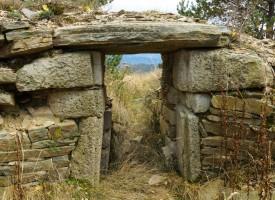 Тайните на Равногорския некропол все още са неразгадани