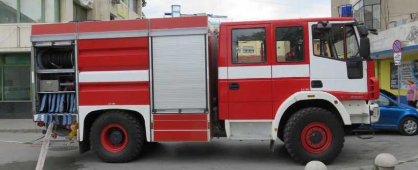 Седем пожарни, 19 огнеборци и 20 горски гасили лозов масив край Виноградец