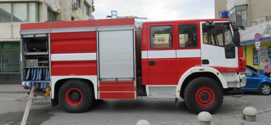 Двама работници са пострадали в резултат на пожара в Драгор