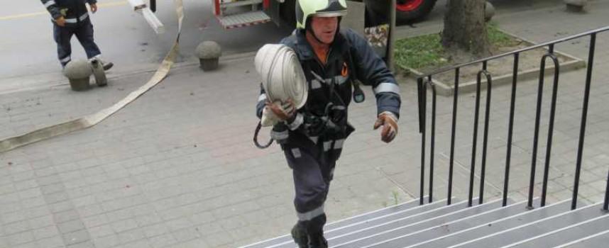 Тази нощ: Пожарникари гасиха в Пазарджик, Огняново и Велинград