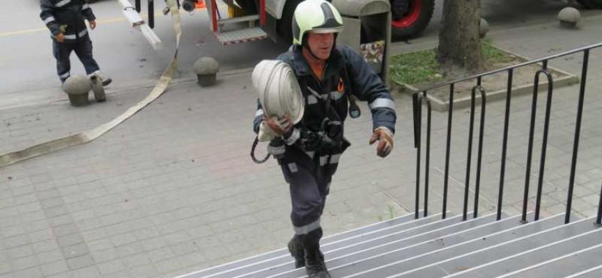 В нощта срещу неделя: 700 кв.м. цех стана на пепел в Пазарджик