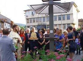 В Батак: Набор 1966 дари WI FI и соларно зарядно устройство за телефон
