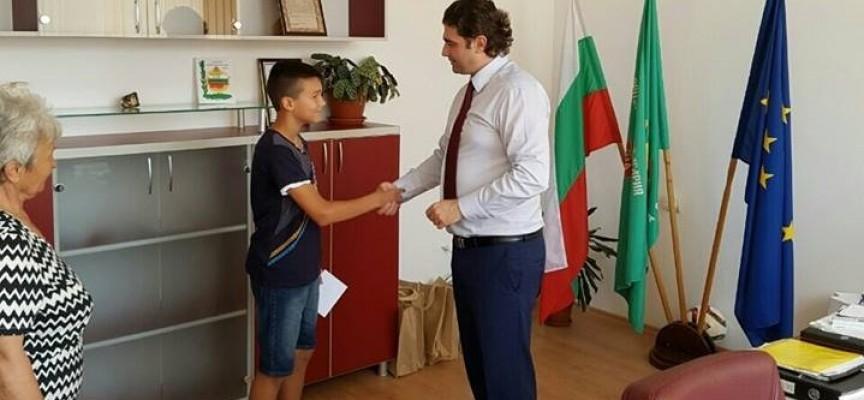 Стойно Чачов връчи стипендия на Спас Ненчев