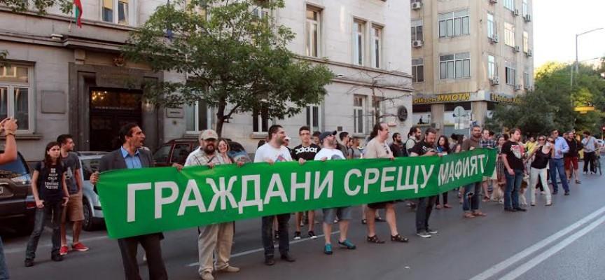 В София: Творчески гилдии, граждани и студенти искат оставката на Рашидов
