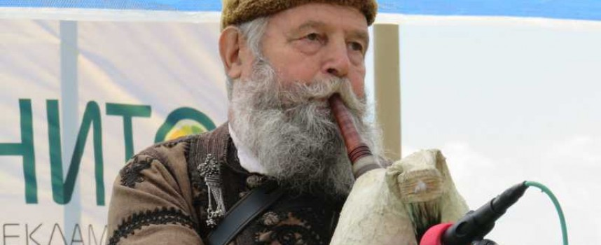 Вижте най-атрактивния участник в гайдарското надсвирване – Стойо Чонгаров