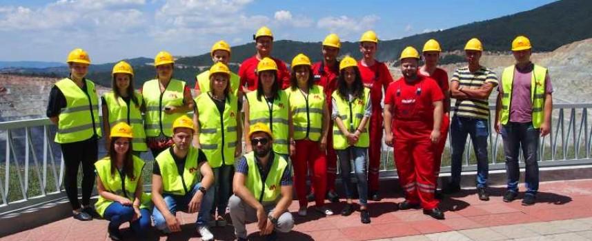 """В Панагюрище: 30 студенти карат стаж в """"Асарел Медет"""""""