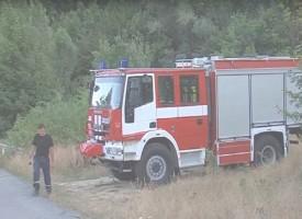 Пожарникари извадили пострадалият пилот от самолета