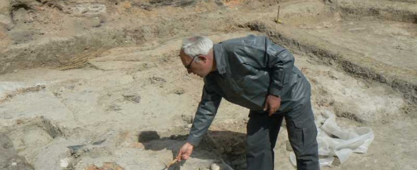 Погребална урна с бебе от бронзовата епоха откриха на селищна могила Юнаците