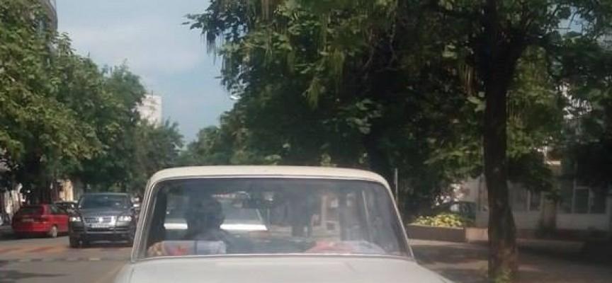 Нелегални ромски таксита джиткат из Пазарджик (снимки)