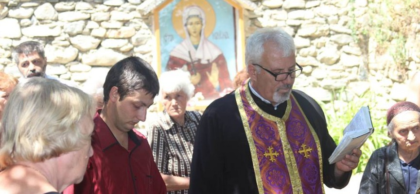 Във Варвара: Лековита вода от аязмото на Света Марина цери очни болести