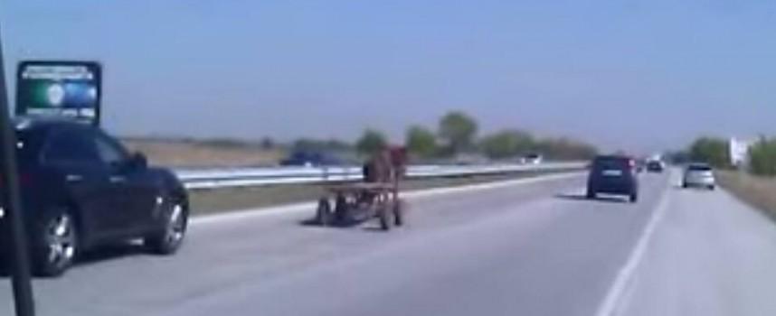 Отвориха магистралата и за каруци?