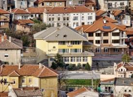 """Бъдещи архитекти спечелиха 600 евро награда за """"Обитаеми стени"""" в училището на Ветрен"""