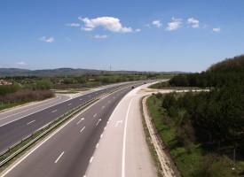 Заради ремонт: Движението по магистралата по моста над река Елшишка в една лента