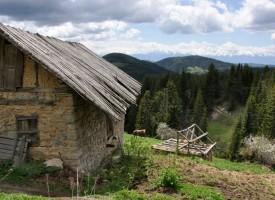 Велинград: 59 годишен направи на решето дограмата на комшия по вила на Каратепе