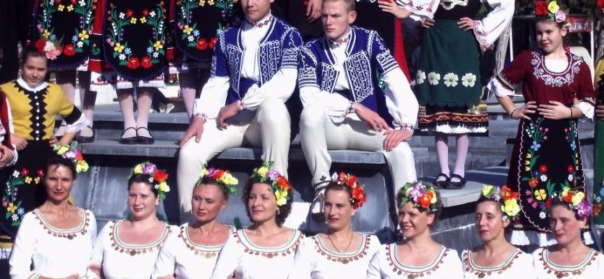 """Танцьорите от """"Елица"""" с блестящо представяне в Добринище, броени дни преди да отпътуват за Италия"""
