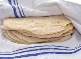 Плащаме 70 хиляди за арабски питки, с които да храним бежанците