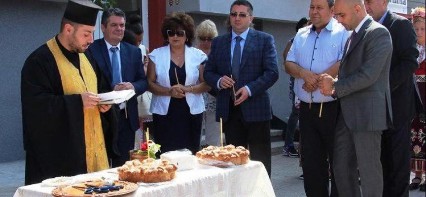 Зам.министър Нанков резна лентата на санирания блок в Брацигово