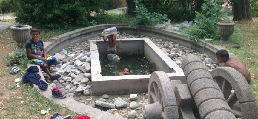Ромчета се къпят и в брациговския шадраван