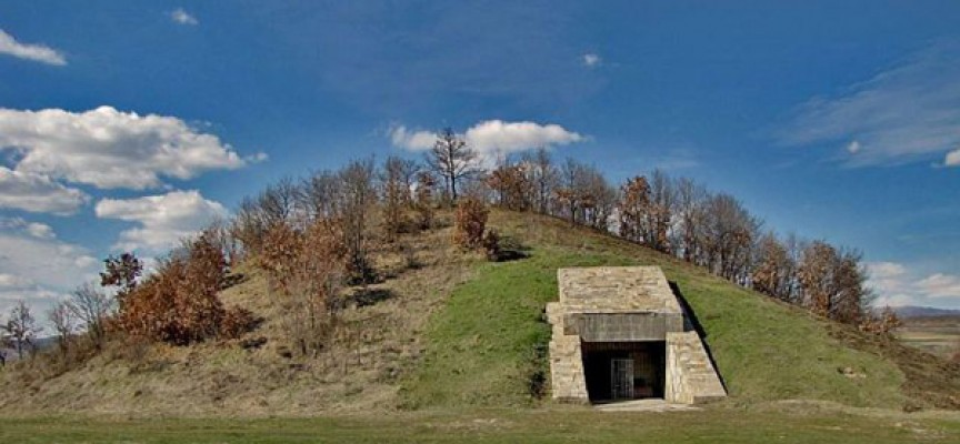 Община Стрелча си търси летен екскурзовод за Жаба могила