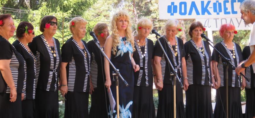 Пенсионерският фолклорен събор на Атолука започна с изпълнение на домакините