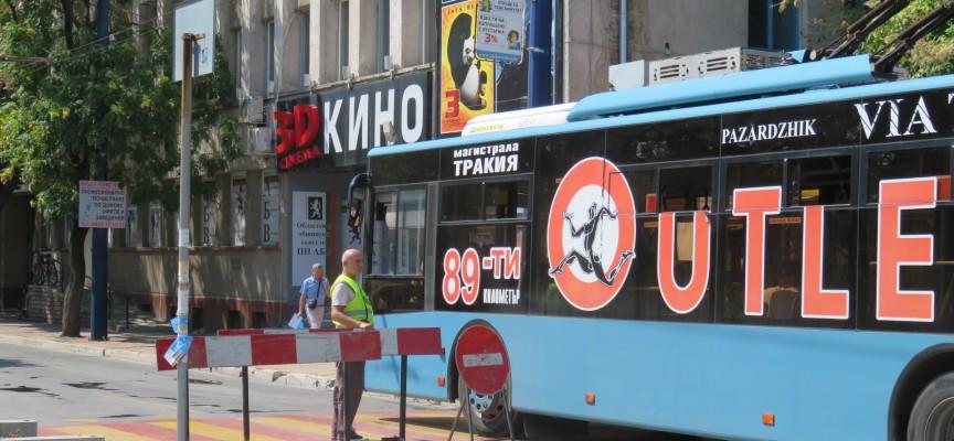 """Авария затапи ул. """"Екзарх Йосиф"""", пускат само тролеи и автобуси"""